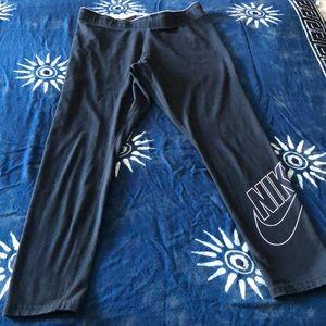 NIKE CAPRIS BLACK LEGGINGS